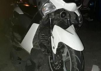 Bodi Skutik Yamaha NMAX Berantakan Dihajar Yamaha Fino, Satu Orang Tergeletak di Aspal