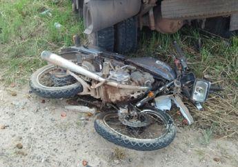 Tragis, Honda GL Pro Ringsek Diseruduk Truk CPO, Anggota Polisi Tergeletak Gak Bernyawa