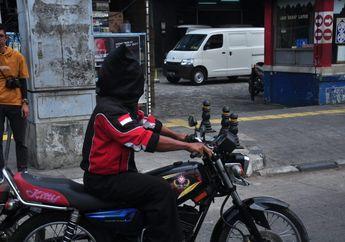 Heboh! Biker Yamaha RX-King Riding Tutup Mata Puluhan Kilometer ke Otobursa Tumplek Blek 2019