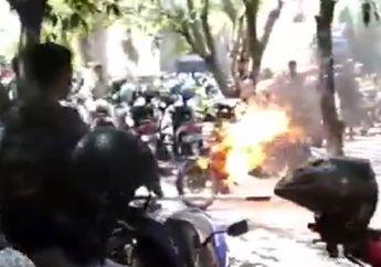 Mahasiswa Berhamburan, Video Honda CB Ludes Terbakar di Parkiran, Pemilik Motor Tertunduk Lesu