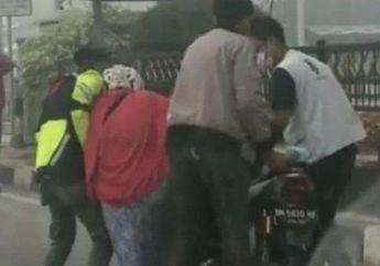 Mendadak Lemas, Pemotor Wanita Nyaris Tumbang Gara-gara Kabut Asap di Dumai