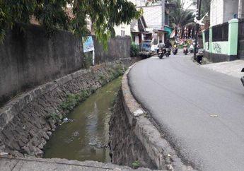 Bikers Harus Hati-hati Lewat Jalan Ini, Meleng Sedikit Bisa Nyebur ke Kali