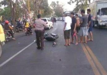 Duh, Kenapa Nih! Alami Kecelakaan Dengan Mobil, Pemotor Ini Malah Mau Dikeroyok Warga