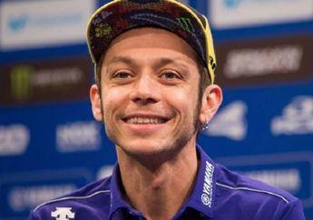 Geger Valentino Rossi Ditilang Polisi Karena Gak Pakai Helm, Kok Malah Senyam-senyum?