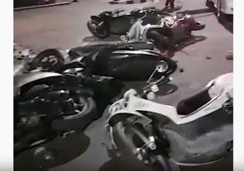 Waduh, Video Barisan Sepeda Motor Tergeletak Tanpa Pemilik di Depan Gedung DPR RI