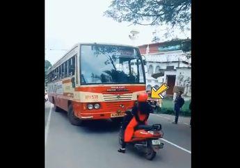Salut, Video Seorang Pemotor Wanita Dengan Gagah Hadang Bus Kota Yang Lawan Arus