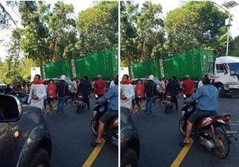 Tragis, Seorang Pemotor Tabrak Truk Kontainer, Tubuh Tersangkut di Antara Ban Belakang Truk