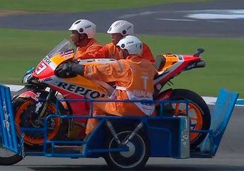 Jatuh Lagi, Honda RC213V Marc Marquez Diangkut Yamaha Jupiter di MotoGP Thailand 2019