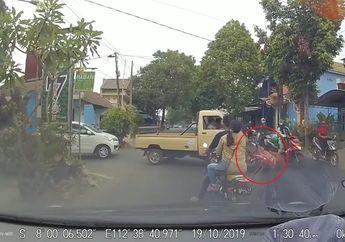 Kurang konsentrasi, Mobil Pikap Hantam Pengendara Yamaha Mio Sampai Terkapar di Jalan