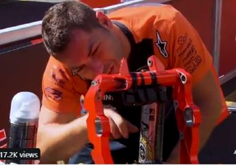 Super Sibuk, Kru Tim Balap Bersih-bersih Komponen Motor Jelang MotoGP Australia 2019