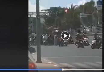 Jalanan Mendadak Macet, Video Sopir Truk Dipukuli Rombongan Pengantar Jenazah