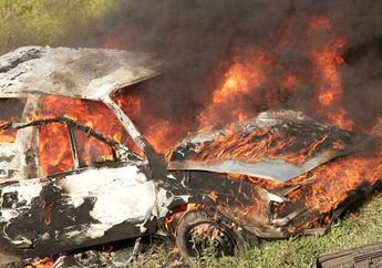 Gara-Gara Pengendara Motor Honda Supra Nyelonong Jalur Mobil,Suzuki Ertiga Hangus Terbakar Ini Penjelasan Polisi