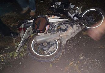 Enggak Sabaran, Dua Pemotor Terkapar Setelah Gagal Menyalip Truk dan Adu Banteng di Tikungan