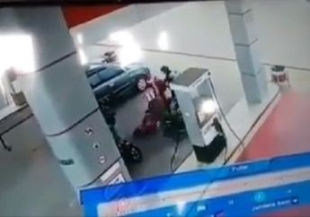 Brutal, Video Kawanan Perampok Bermotor Beraksi di Pom Bensin, Seorang Pegawai Terkapar Ditembak