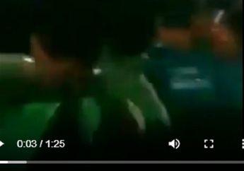 Jalanan Mendadak Macet, Puluhan Pemotor Langsung Gerebek Mobil Goyang di Depan Mall Serang, Pintu Dibuka Ada Anak Sekolah