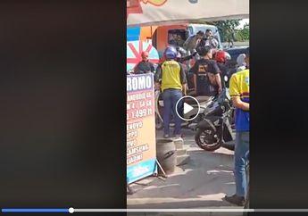Surabaya Mencekam, Video Warga dan Pemotor Kepung dan Hancurkan Kijang Innova, Kabur Usai Menabrak Deretan Pedagang Pentol
