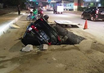Pemotor Ketar-ketir, Galian Sedalam 2 Meter di Jalan DI Panjaitan Makan Korban, Daihatsu Xenia Terguling ke Dalam Lubang