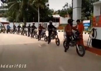 Bikin Keki Satu Kampung, Video Prank Motor Trail Antri di Pom Bensin, Netizen: Orang Lagi Kerja Malah Dikerjain
