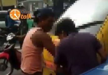 Jalanan Macet Pemotor Panik, Video Dua Sopir Angkot Terlibat Duel di Jalanan, Besi Pipa Dipakai Buat Memukul Lawan