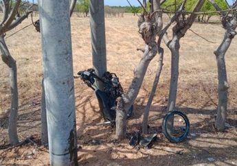 Tragis, Hilang Kendali Saat Pacu Motor di Jalan Yang Lurus dan Sepi, Seorang Pemotor Meregang Nyawa, Motornya Tersangkut di Tiang Listrik