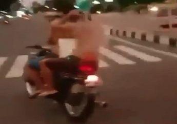 Demi Sesuap Ketenaran, Dua Pemuda Ini Bikin Video Berbahaya Sambil Naik Motor, Netizen: Habis Viral Entar Diuber-uber Polisi