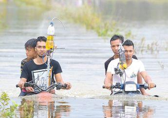 Simak Video Viral Kakak Beradik yang Ciptakan Motor Amfibi, Ternyata Mampu Lewati Banjir Sampai Setinggi Dada!