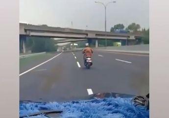 Valentino Rossi Dijamin Kaget, Honda Scoopy Nekat Ngebut di Jalan Tol, Netizen: Enggak Ada Lawannya