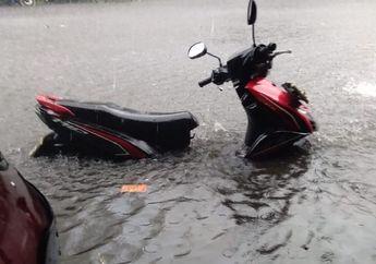 Motor Habis Kena Banjir, Begini Trik Bersihkan Sokbreker Motor