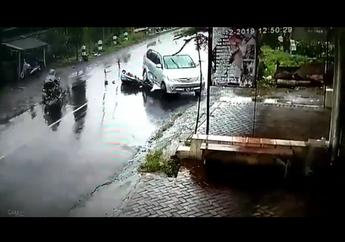Pemotor Terkapar di Tengah Jalan, Detik-detik Motor Hantam Mobil Putar Balik Sembarangan di Malang