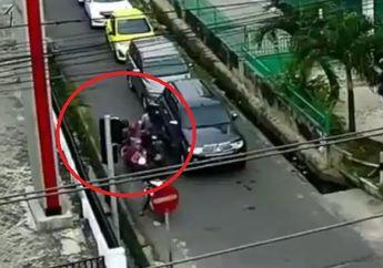 Tragis, Pemotor Koplak Lawan Arah dan Senggol Motor Ibu-ibu Sampai Terjungkal ke Selokan, Warganet: Gak Punya Otak dan Hati!