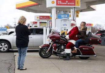 Unik Banget, Santa Klaus Meriahkan Natal Sambil Naik Harley Davidson