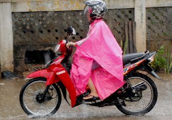 Sudah Masuk Musim Hujan, Ini Alasan Bikers Dilarang Keras Naik Motor Pakai Sandal
