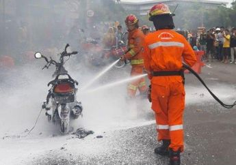 Jalanan Langsung Macet, Skutik Kymco Hangus Terbakar di Depan Pos Polisi Surabaya, Diduga Ini Penyebabnya