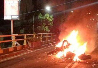 Warga Berhamburan, Dua Sepeda Motor Terbakar Setelah Tabrakan di Cimahi, Boncenger Meninggal Dunia