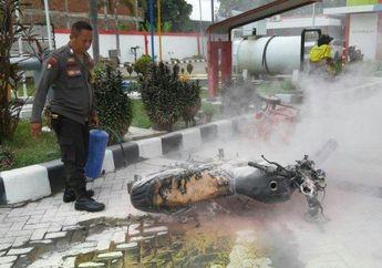 Warga Berhamburan, Suzuki Thunder Milik Pegawai SPBU Hangus Terbakar Usai Mengisi Bensin