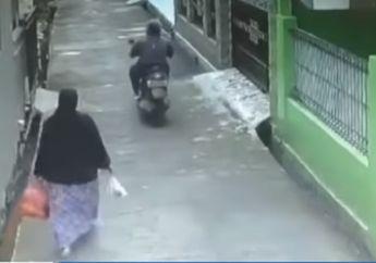 Video Detik-detik Begal Payudara Beraksi di Jalan Sepi, Korban Cuma Bengong Melihat Pelaku Melarikan Diri