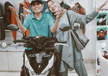 Senang Bukan Main, Kisah Driver Ojol Yang Hpnya Rusak Dapat Donasi Ratusan Juta Dari Netizen, Langsung Beli Motor, Hp dan Renovasi Rumah