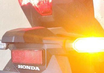 Street Manners: Waspada, Penjara atau Denda Rp 250 Ribu Menanti Pemotor yang Lampu Sein Motornya Mati
