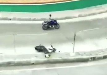Ngeri Banget ! Kena Serangan Jantung Pemotor Terkapar di Tengah Jalan