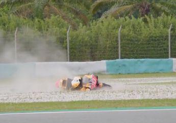 Ajaib, Detik-detik Marc Marquez Terseret Motor saat Tes Pramusim di Sepang, Langsung Berdiri Tanpa Cedera