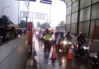 Breaking News! Hujan 8 Jam Jakarta dan Sekitarnya Dikepung Banjir, Ratusan Pemotor Terobos Tol Rawa Buaya