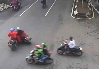 Geger, Video Dua Emak-emak Naik Yamaha NMAX Terkapar, Nyebrang Enggak Tengok Kanan-kiri Endingnya Malah Ambyar