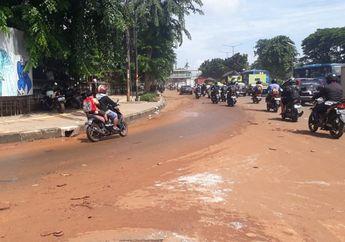 Bikers Harus Tahu, Begini Cara Berkendara yang Aman Saat Melewati Jalan Licin Akibat Hujan dan Tanah
