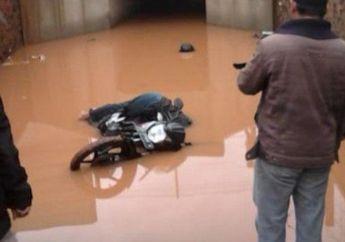Diduga Tak Kuat Dorong Motor Saat Terjang Banjir, Warga Temukan Pengendara Motor Tak Bernyawa di Terowongan Tol