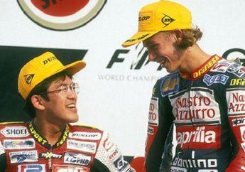Gak Banyak Yang Tahu! Valentino Rossi dan Sahabatnya Yang Bisa Juara di Kelas Ini 23 Tahun Lalu