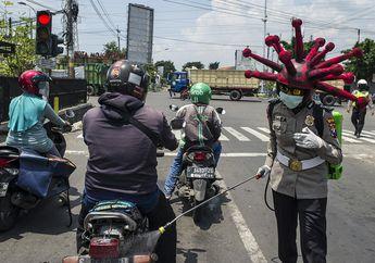 Jadi Pusat Perhatian, Sosialisasi Bahaya Corona Polisi di Mojokerto Pakai Helm Bentuk Virus