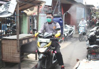 Sangat Inspiratif, Seorang Polisi Modifikasi Motornya Untuk Penyemprotan Disinfektan di Gang.