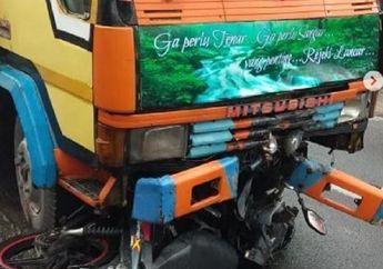 Warga Berhamburan, Honda Supra X Berantakan Dicium Truk, Pemotor Kritis Terseret di Aspal