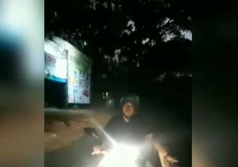 Jalanan Mendadak Macet, Video Pemotor Lawan Arah Enggak Mau Disuruh Putar Balik, Netizen: Mukenye Ngeselin!