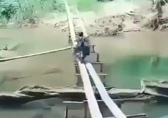 Skill tingkat dewa, Pemotor Sebrangi Sungai Hanya Lewat Sebatang Kayu Sambil Bawa Jerigen Air